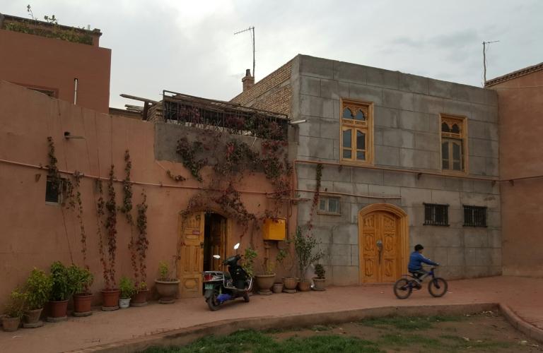 kashgar-child-cycling